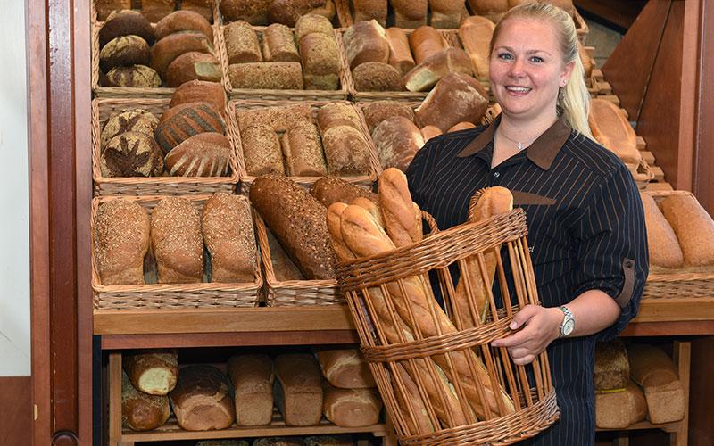 BakkervanderSpoel-brood-medewerker.jpg
