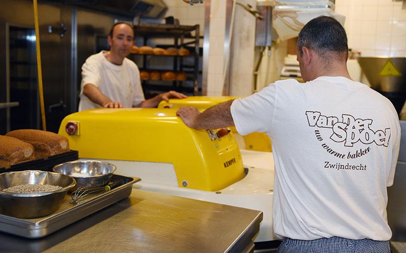 BakkervanderSpoel-onze-bakkerij-bakkers.jpg